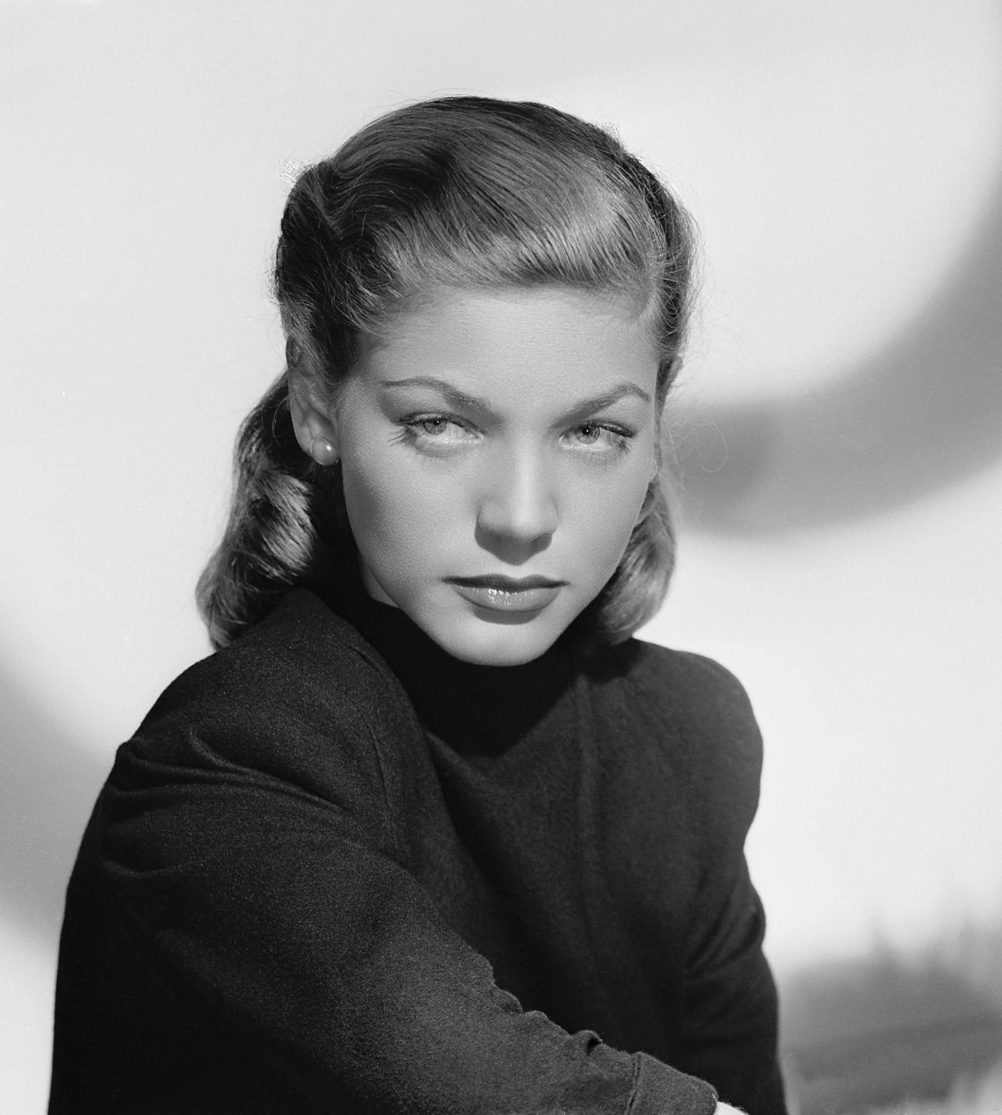 Lauren Bacall Shoulder length 1940s Pin Curls