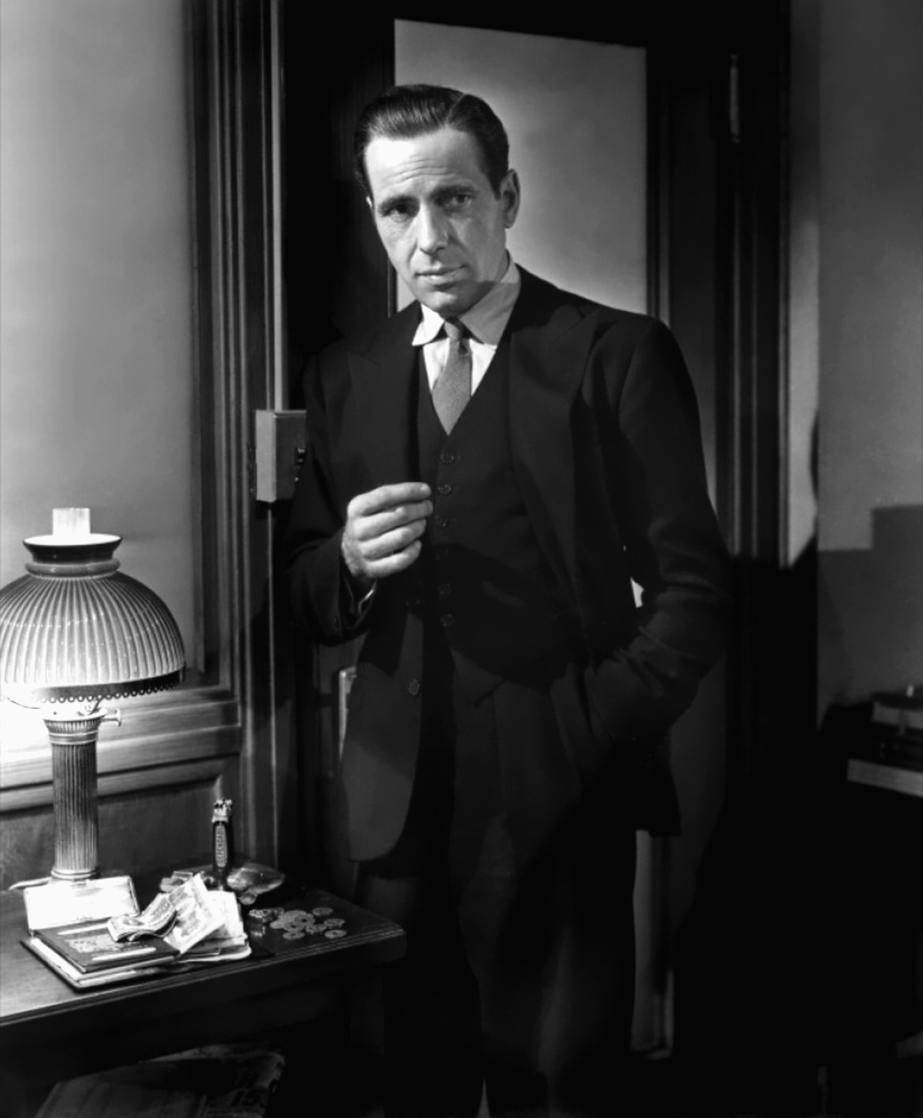 sam spade in the maltese falcon essay The maltese falcon:  character analysis character analysis sam spade the protagonist of this story, sam spade is blond and well-built with hard, distinct facial.
