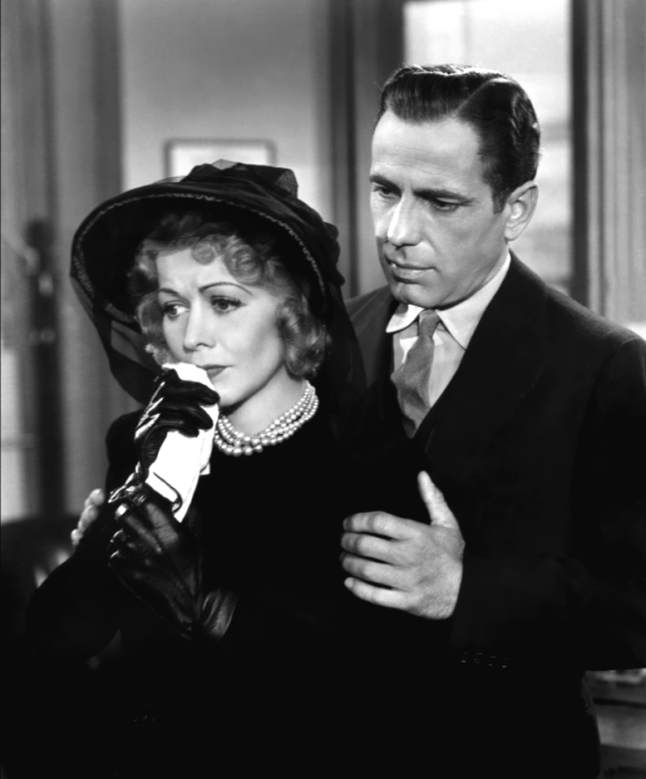 sparknotes maltese falcon The maltese falcon summary chapter 1: spade & archerthe maltese falcon begins when a beautiful woman, who gives her name as miss wonderly, comes.
