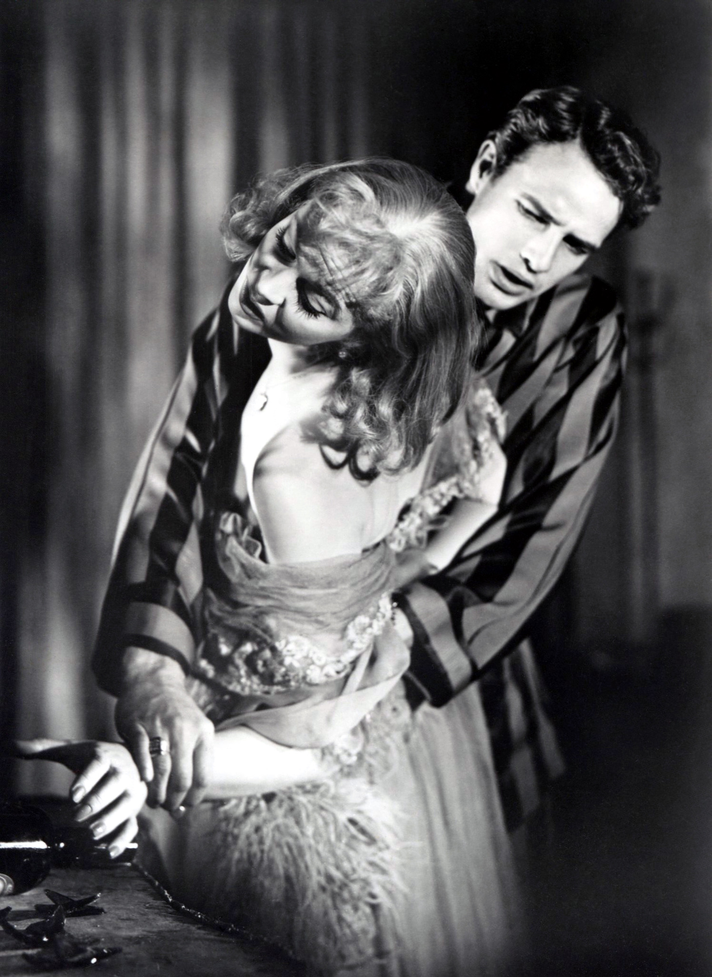 a strretcar named desire A streetcar named desire is a 1947 play written by american playwright tennessee williams that received the pulitzer prize for drama in 1948.
