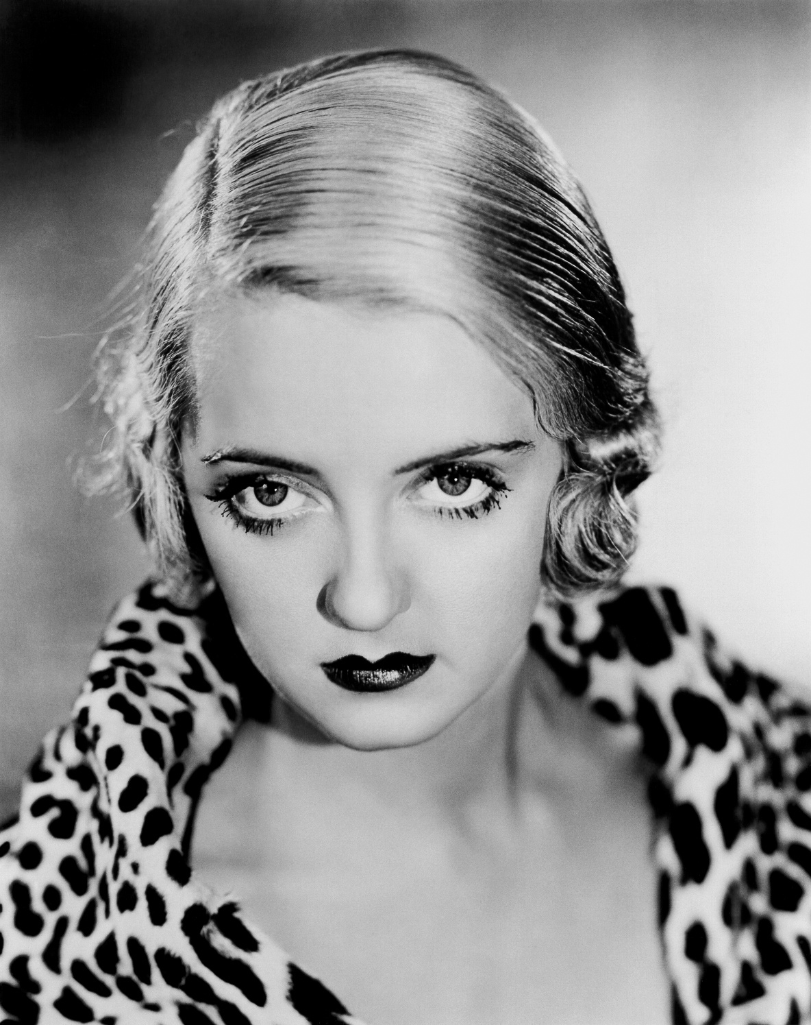 bette davis biografia e filmografia dell 39 attrice di hollywood. Black Bedroom Furniture Sets. Home Design Ideas