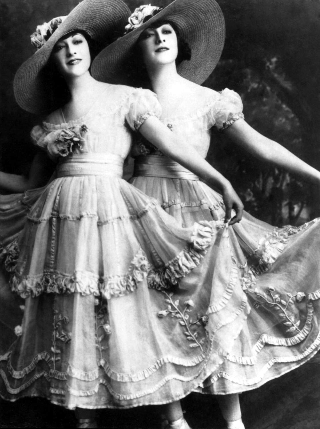 picture Dolly Sisters