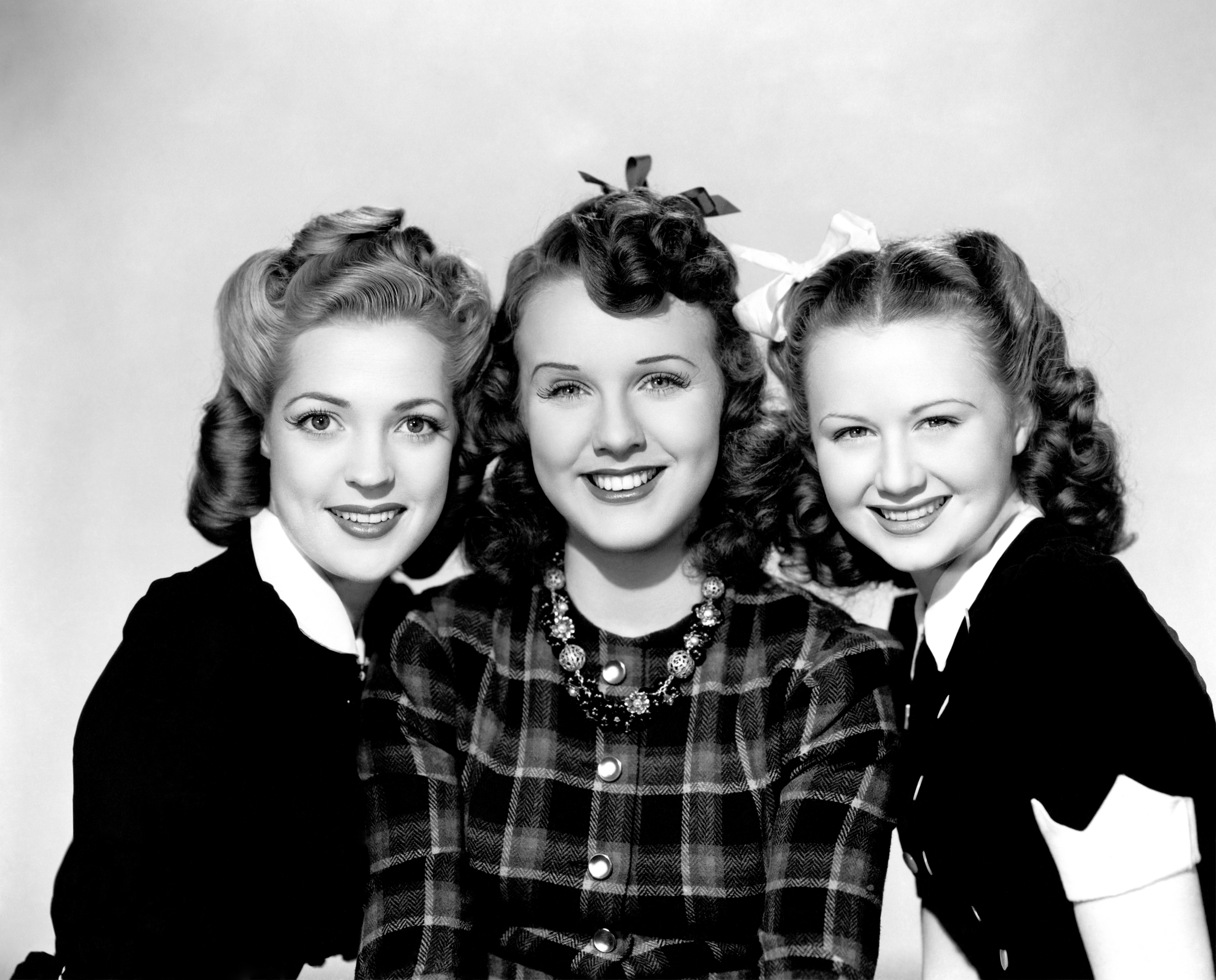 durbin girls In three smart girls, many of the gestures that are done by deanna were taught to her by henry koster he also had to have her ham it up a little bit to make her more of an actress, because she wasn't ready yet for subtlety.