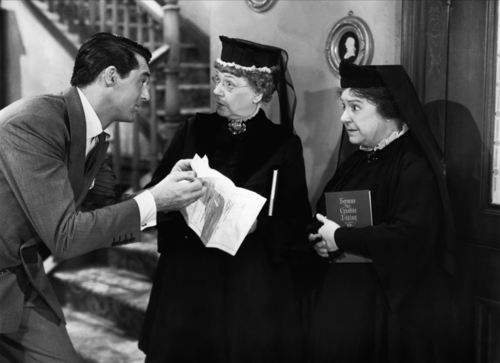 arsenic and old lace Arsenic and old lace movie  get youtube without the  find out why close arsenic and old lace (1/10) movie clip - the gentleman in the window seat.