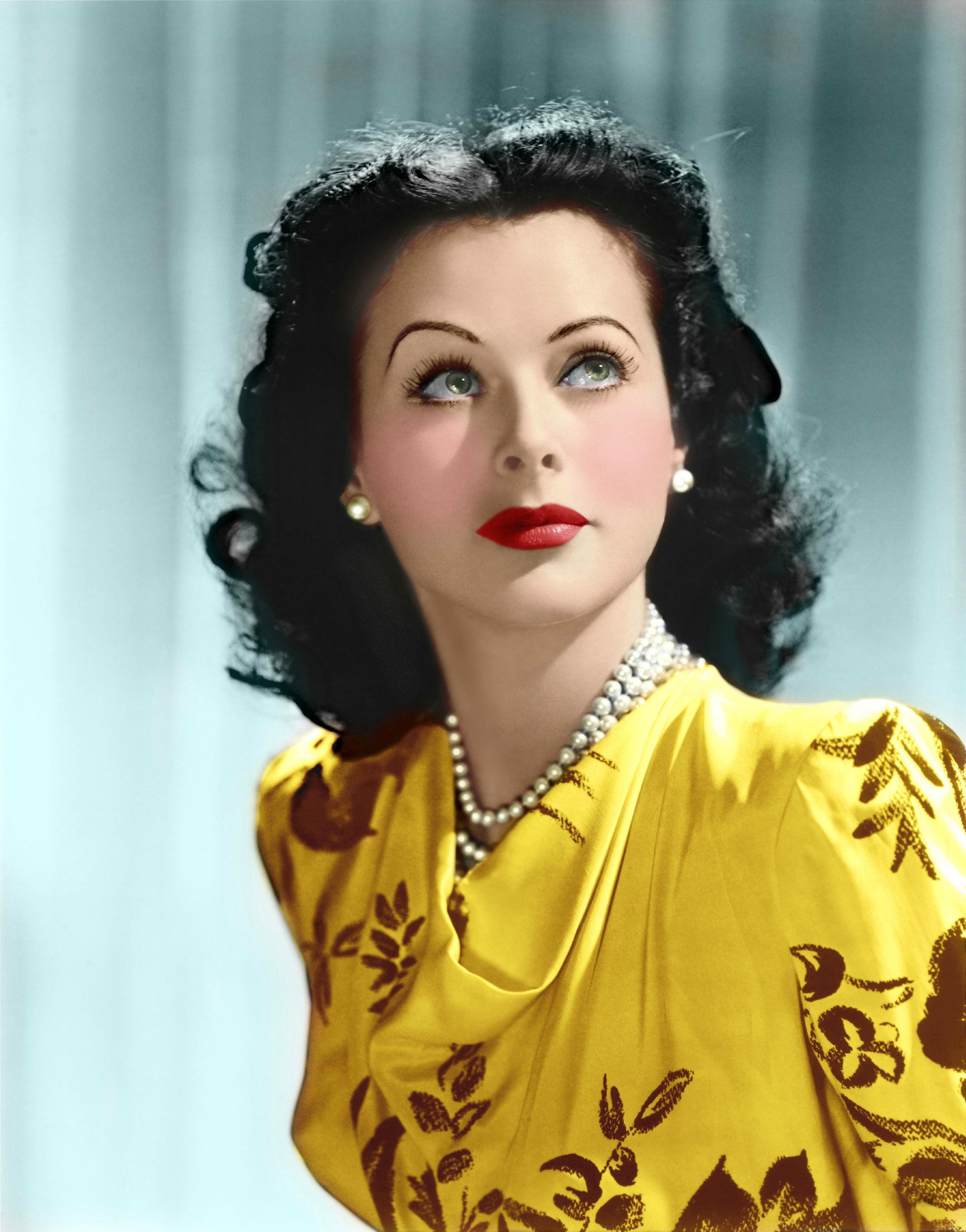 Paper Tabloid Model: Hedy Lamarr - Wallpaper
