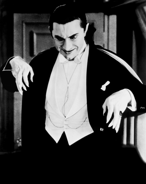 http://www.doctormacro.com/Images/Lugosi,%20Bela/Lugosi,%20Bela%20(Dracula)_01.jpg