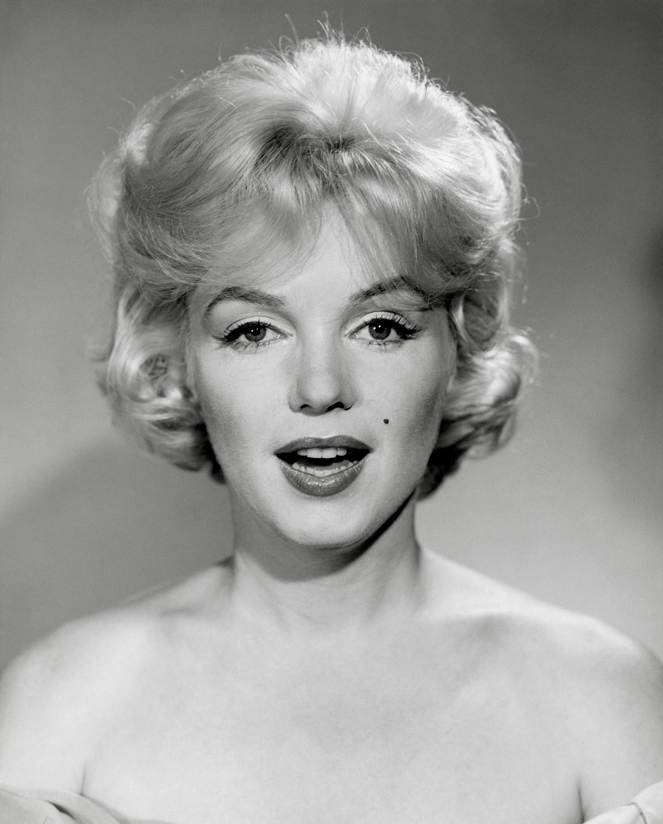 Marilyn monroe facial hair