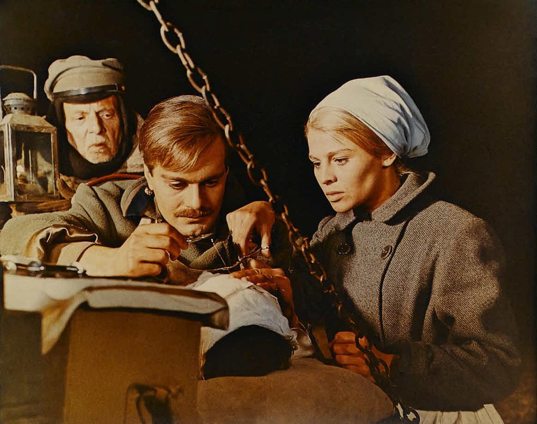 dr zhivago movie Starring: omar sharif, julie christie and geraldine chaplin doctor zhivago (1965 ) original trailer - omar sharif movie the life of a russian.