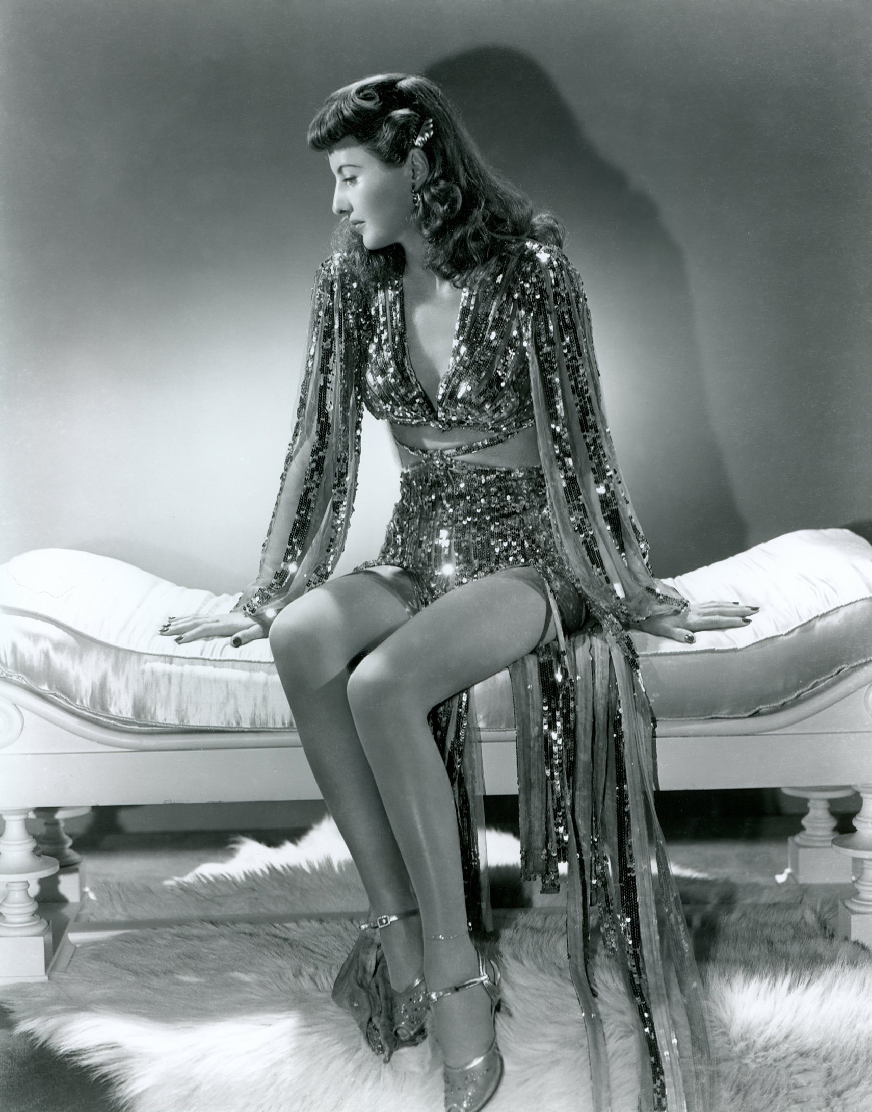 http://www.doctormacro.com/Images/Stanwyck,%20Barbara/Annex/Annex%20-%20Stanwyck,%20Barbara%20(Ball%20of%20Fire)_03.jpg