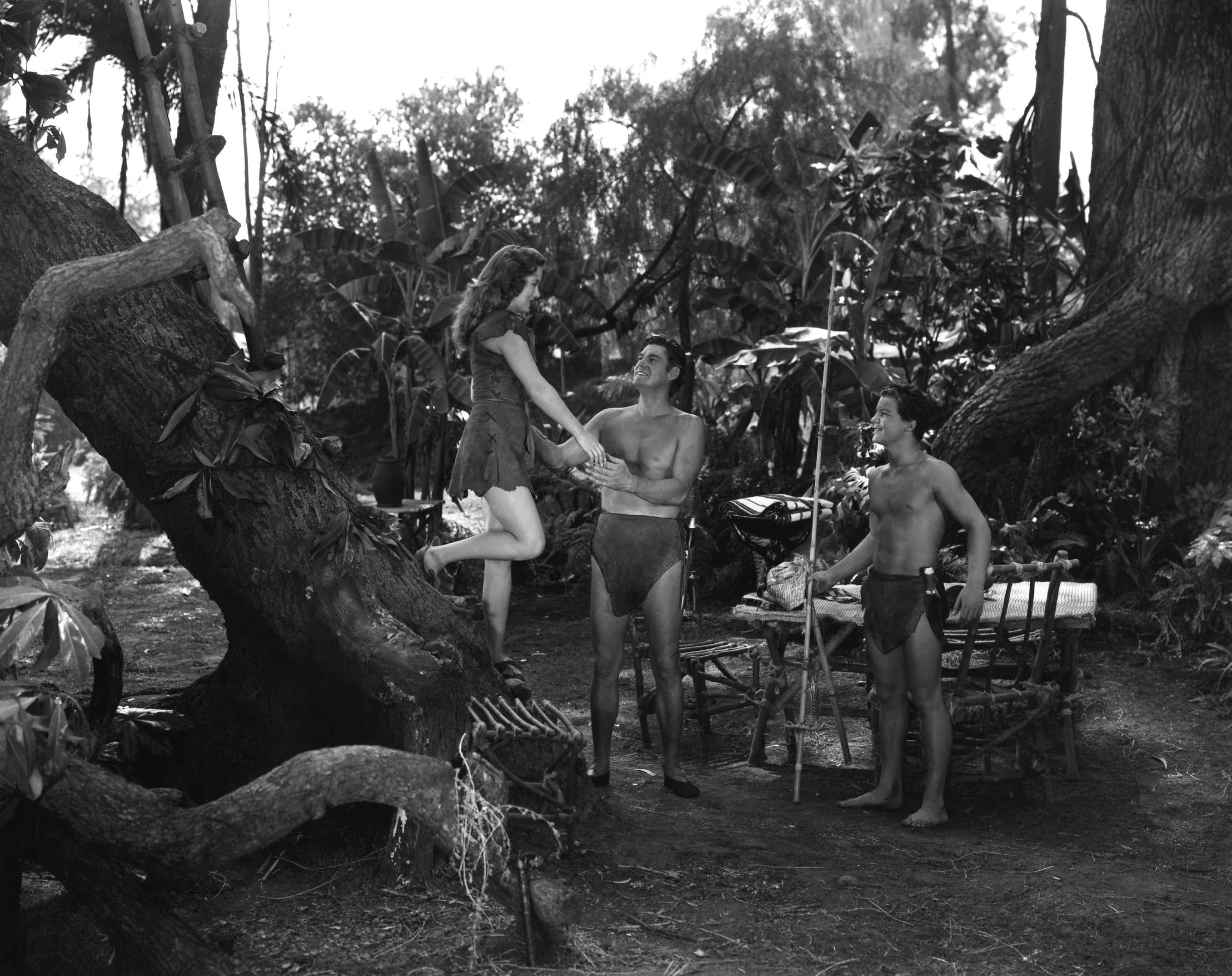 http://www.doctormacro.com/Images/Weissmuller,%20Johnny/Annex/Annex%20-%20Weissmuller,%20Johnny%20(Tarzan%20and%20the%20Huntress)_02.jpg