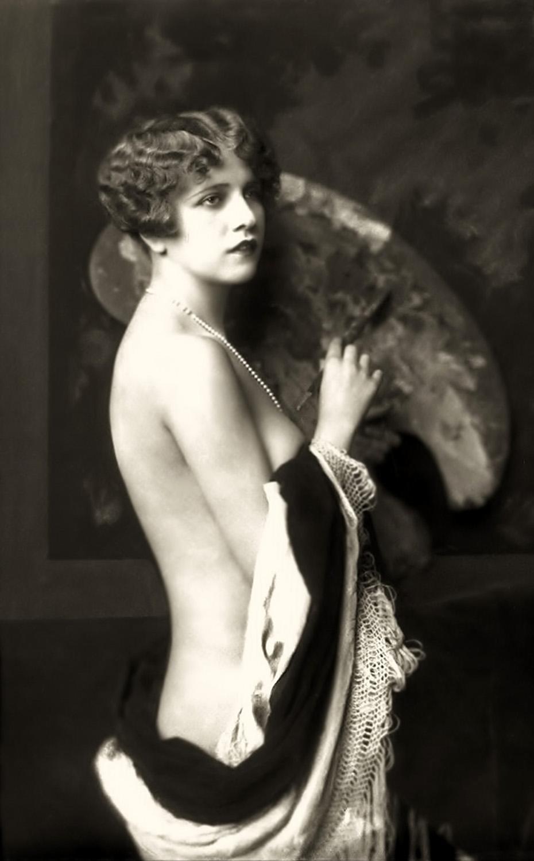 http://www.doctormacro.com/Images/Ziegfeld%20Girls/Ziegfeld%20Girls_R214a.jpg